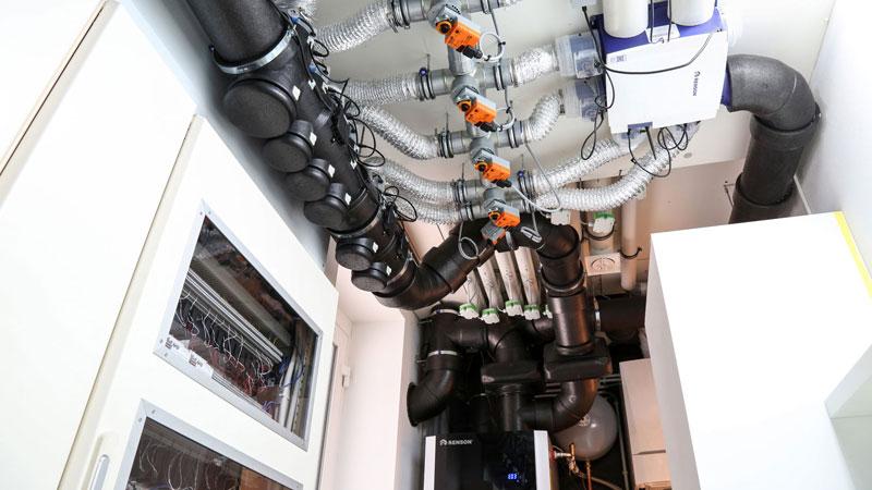 Die Lüftungssysteme Healthbox 3.0 und Endura im Concept Home des Unternehmens Renson in Belgien.