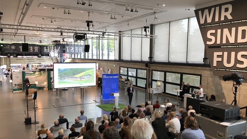PRIMAGAS Produkt- und Marketingmanager Andreas Klus präsentiert BioLPG bei der Heinze ArchitekTOUR 2018 im Deutschen Fußballmuseum in Dortmund.