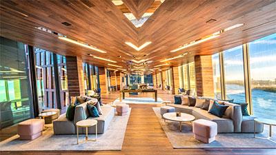 Lounge in der Sky Bridge der American Copper Buildings in New York.