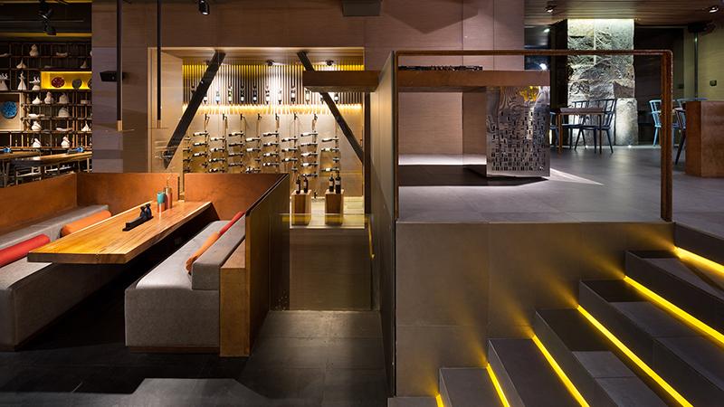 Ansicht des Restaurants East in asiatischer Raumgestaltung.