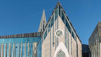 Rückseitige Fassade der neuen Universitätskirche Leipzig.