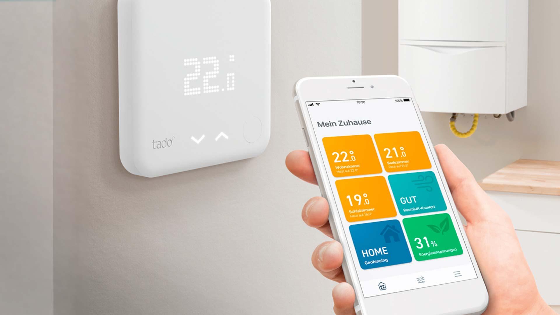Smartphone mit App zur Temperatureinstellung von tado