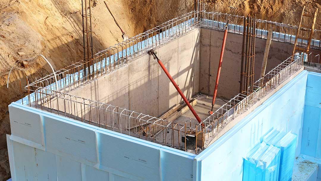 Fundament eines des Kellers mit Perimeterdämmung.
